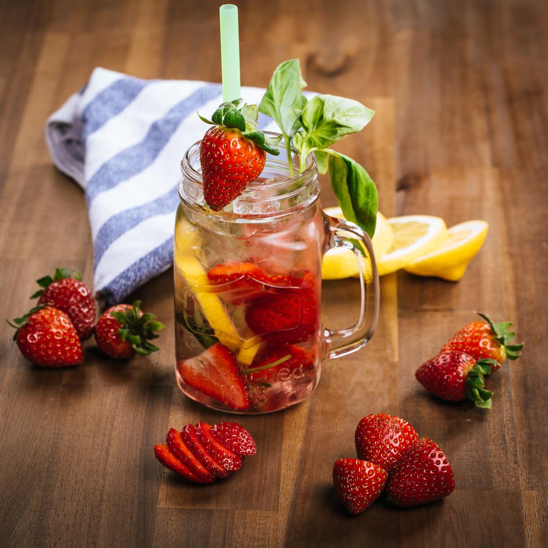 Erdbeer-Basilikum-Limoade