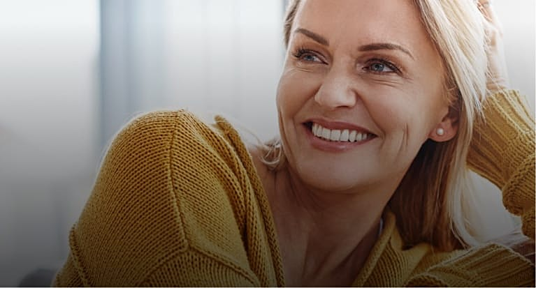 Beautiful older woman smilng