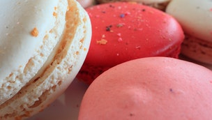 pink-and-white-macarons