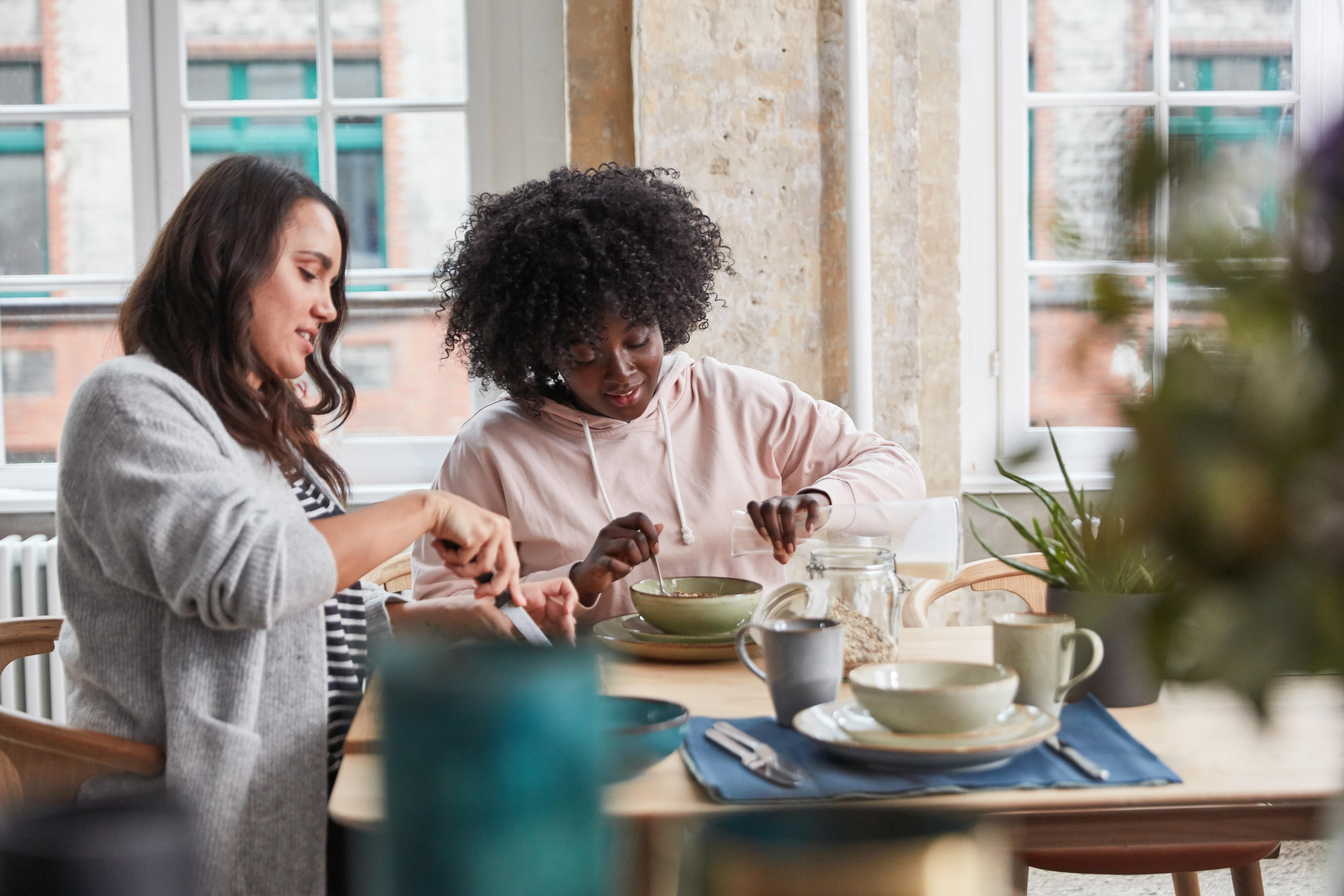 two-women-eating-breakfast