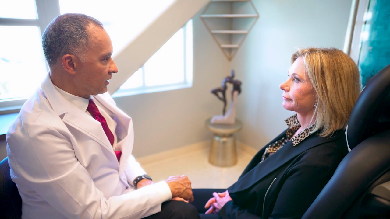 Dr. Delgado speaking with a facelift patient in San Francisco