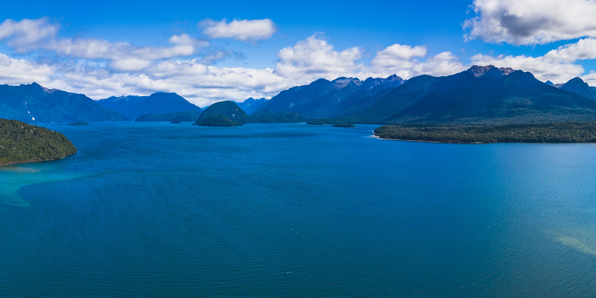 A picture of Lake Manapouri in Fiordland