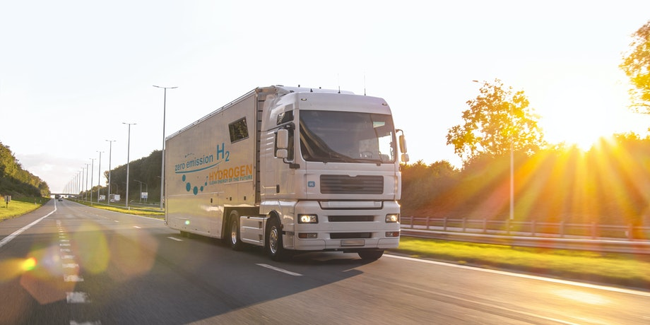 a photo pf a hydrogen powered truck