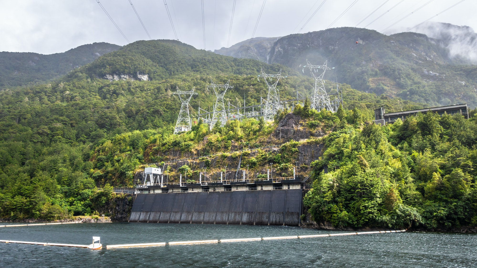 Cover Image for NZ could be world's first large-scale producer of green hydrogen: report
