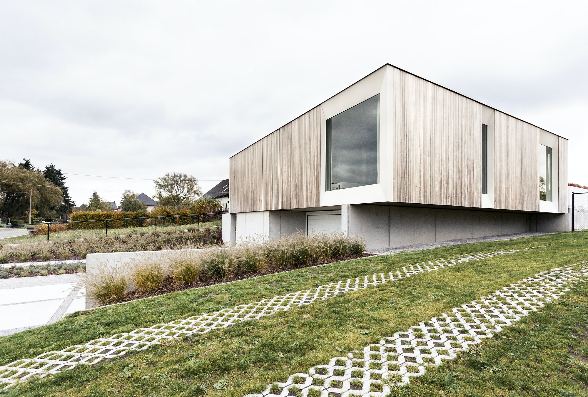 Skilpod #144 — houtskeletbouw bungalow woning met 4 slaapkamers, modern design met naturel hout exterieur