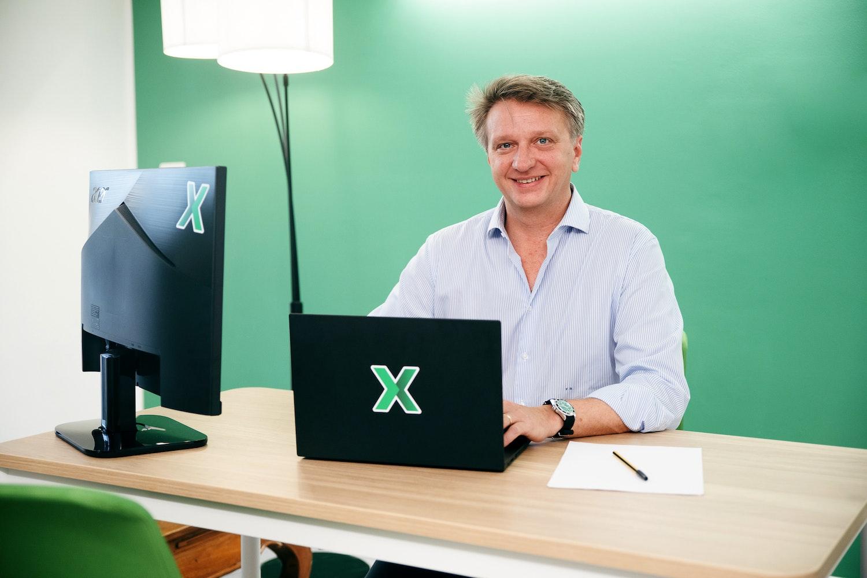 Federico Sforza al lavoro nei nuovi uffici di Banca AideXa