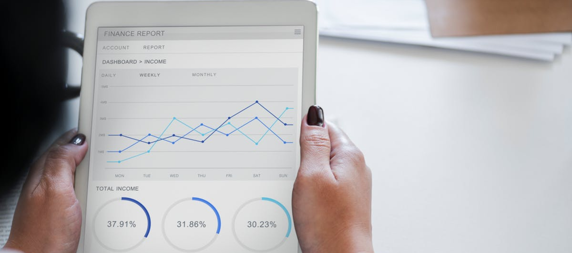 positive-Unternehmensentwicklung-auf-Tablet