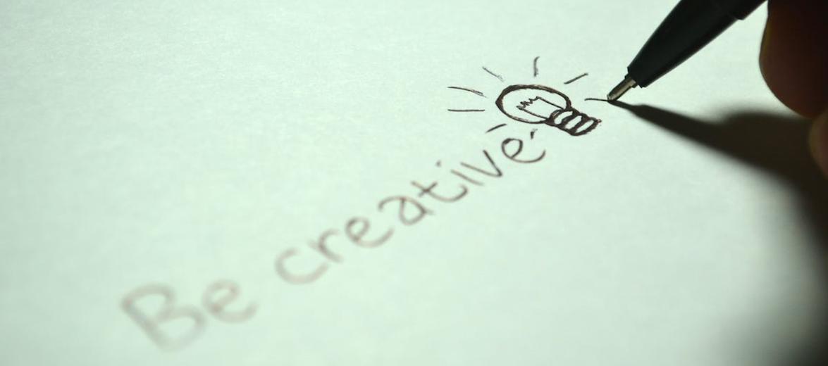 kreatives-arbeiten-auf-Papier-geschrieben