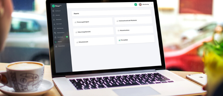 HR-Berichte-mit-kiwiHR-am-Laptopbilschirm