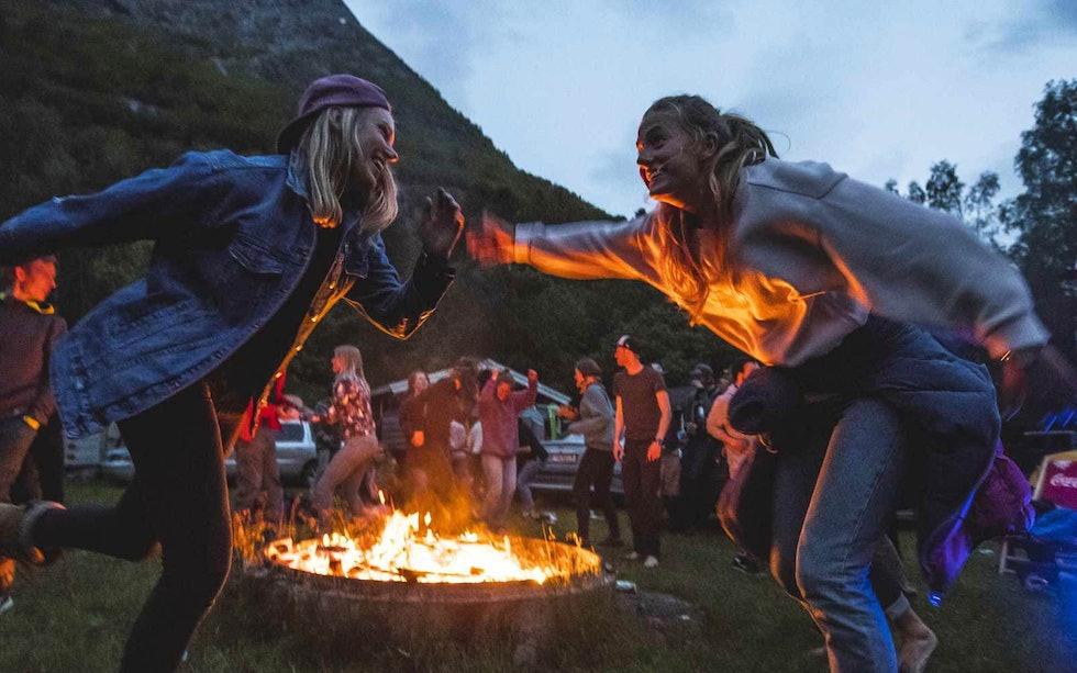 Det ligger an til god stemning under Strynefestivalen 2019. Nå kan det være greit å sikre seg ditt festivalpass. Foto: Olav Standal Tangen