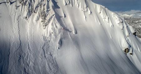 RÅ DAME: Michelle Parker er en av verdens aller beste frikjøringsdamer, og en av grunnene til at MSP sine skifilmer er så vanvittig bra. I høst ser du henne og resten av Matchstick-legendene på Fri Flyt Film Tour.