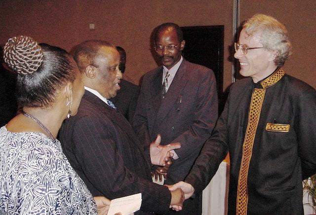 President of Botswana praises publication of Baha'i books in native