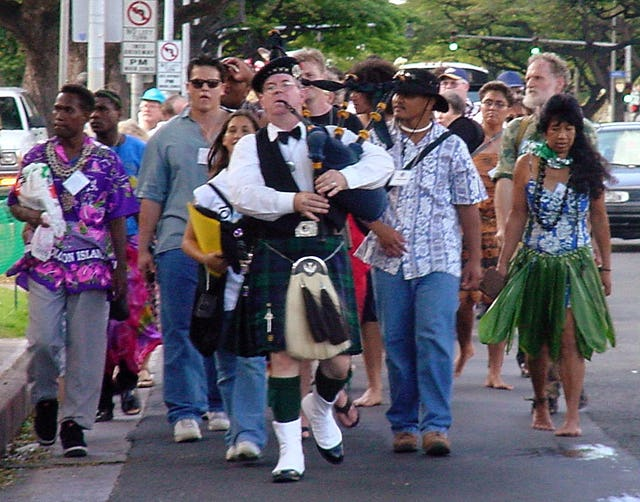 Among the highlights of the conference was a parade on 20 December, by some 600 participants, to the resting place of Agnes Baldwin Alexander, who first brought word of the Baha'i Faith to the Hawaiian Islands in December 1901.