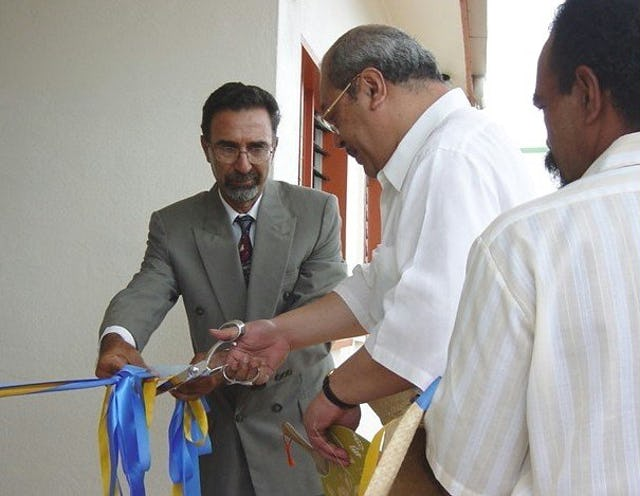 Crown Prince Tupoutoa of Tonga cuts ribbon to open the new buildings at the Ocean of Light International School.