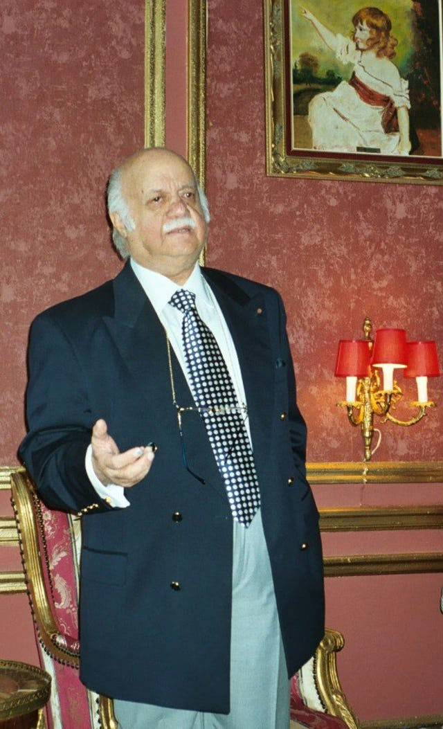 Prof. Bushrui delivering a lecture in association with an exhibition by the Baha'i International Community, at the European Parliament in Brussels, June 2003.