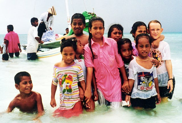 Baha'i children in Kiribati, 1997.