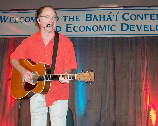 Singer songwriter Red Grammer was among the entertainers who performed at the 13th annual Baha'i Conference on Social and Economic Development for the Americas, held 15-18 December 2005 in Orlando, Florida.