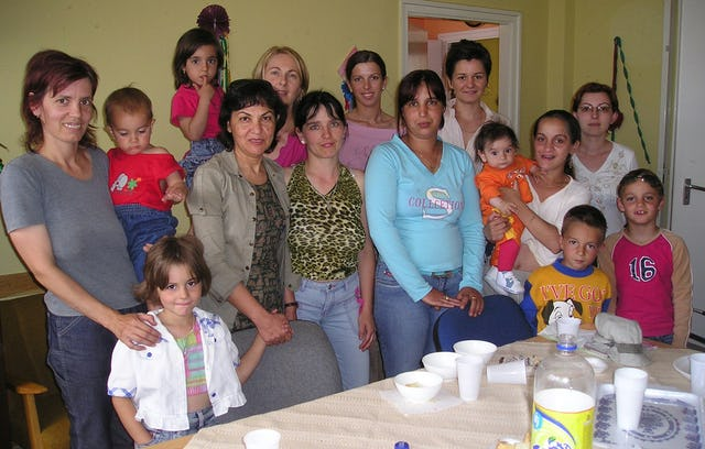 A group of mothers with their children in Jaszbereny, celebrating the completion of phase one of the project.