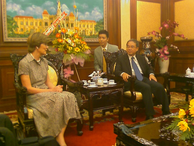 An emissary of the Universal House of Justice, Mrs. Joan Lincoln, pays a courtesy call to the vice chairman of the People's Committee of Ho Chi Minh City at the seat of government there.