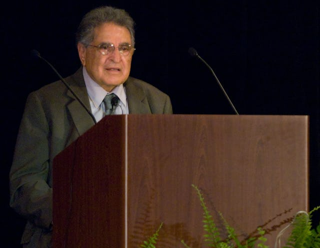 Hushmand Fatheazam, former member of the Universal House of Justice, presents the 26th Hasan M. Balyuzi Memorial Lecture at the conference of the North American Association for Baha'i Studies.