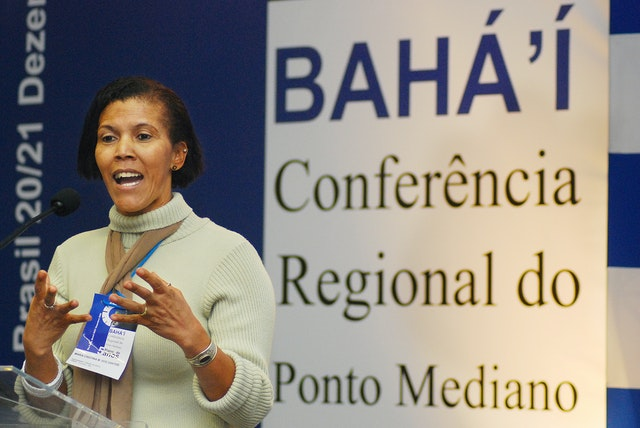 In Sao Paulo, people from three countries shared experiences and planned future activities. Here, Maria Cristina Santos of Bahia, Brazil, addresses the conference.