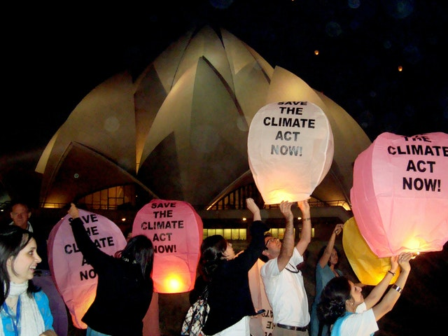 In India, in a gesture of hope for progress at the Copenhagen Climate Change Conference, environmental activists released 2,000 eco-friendly lanterns into the evening sky above the Baha'i House of Worship in New Delhi. Representatives of different faith communities participated in the ceremony, which was organized by Greenpeace. The event in New Delhi was held on 10 December.