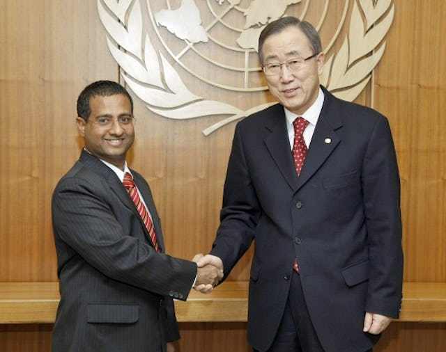 Ahmed Shaheed (left), the United Nations Special Rapporteur on human rights in Iran and UN Secretary-General Ban Ki-Moon have submitted reports on the continuing persecution of lawyers, journalists, activists and minorities, including Baha'is, in the country. UN Photo/ Paulo Filgueiras.