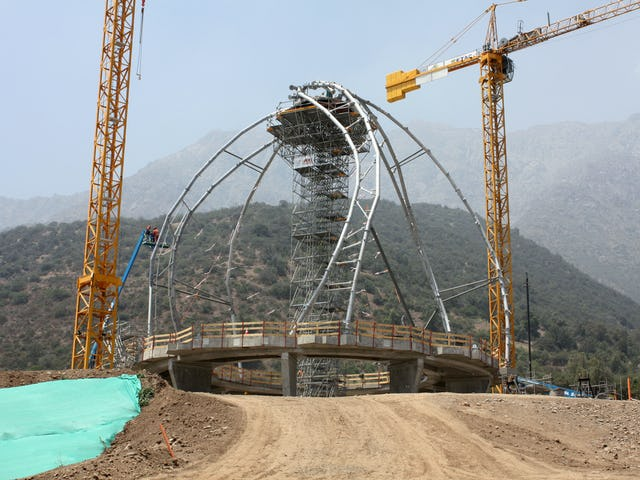 Installation of the steel structure of the 9 wings of the superstructure.