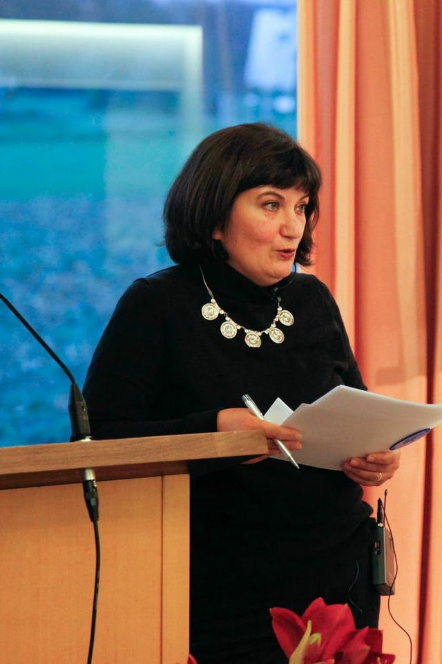 Canan Topcu, a Turkish-born journalist and member of the Neue deutsche Medienmacher (New German Media Makers) moderated the panel discussion at the National Baha'i Centre outside Frankfurt, Germany on 7 December 2014.