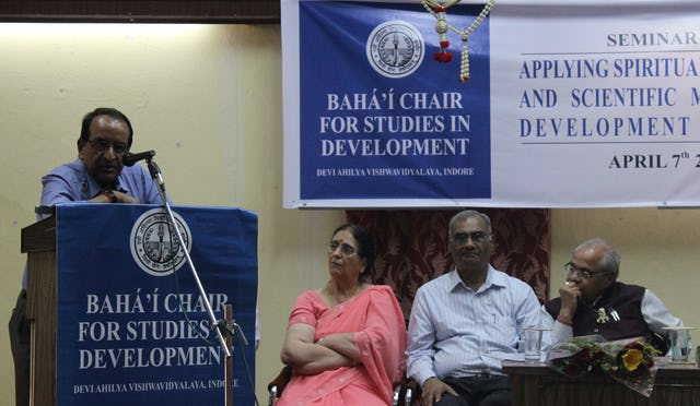 Mr. Shravan Garg (at the podium). Seen on the stage from left to right – Dr. Shirin Mahalati, Dr. Ganesh Kawadia and Dr. P.N.Mishra.