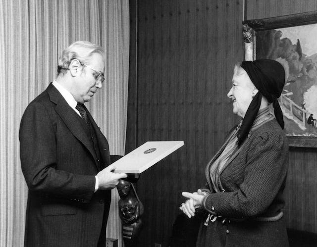 In 1985, Madam Ruhiyyih Rabbani, the widow of Shoghi Effendi and a Hand of the Cause of God, presented The Promise of World Peace to United Nations Secretary General Javier Perez de Cuellar.