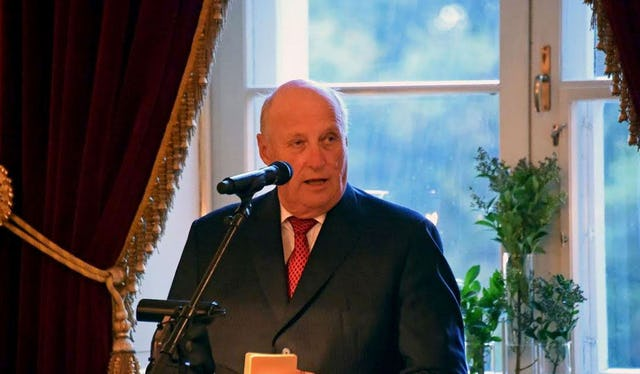 King Harald of Norway addresses the interfaith gathering held at the Royal Palace in Oslo. (Photo by Baha'i community of Norway)