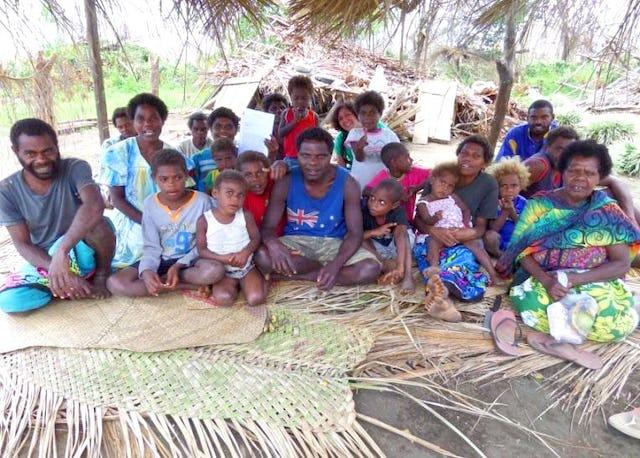 Los bahá'ís de la aldea de Lenkanal demostraron una gran valentía y resistencia después del devastador ciclón de marzo de 2015