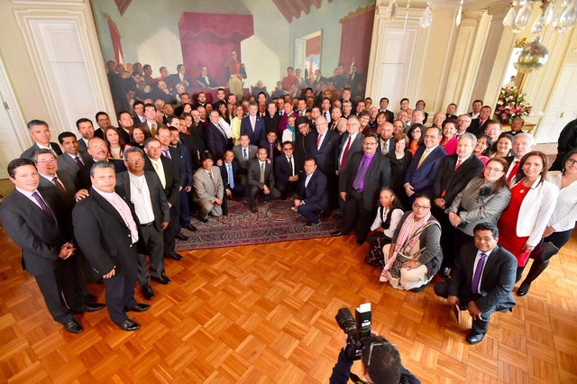 President Juan Manuel Santos with religious representatives in Colombia on 4 July 2016. Mrs. Ximena Osorio of the Baha'i community, in gray, stands in the second row, first from the right.
