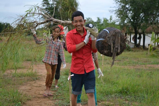 Volunteers at the recent tree-planting project at the Temple site in Battambang.