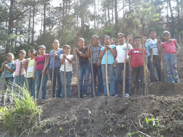 A group of seventh graders learning about preparing orchard plots for planting crops as part of the SAT program in Honduras