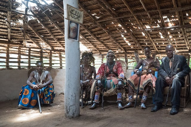Jefes de la localidad de Ditalala, República Democrática del Congo.