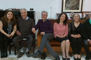 Jamaloddin Khanjani, 2e en partant de la gauche, avec trois autres anciens membres des Yaran qui ont achevé leurs injustes sentences : Saeid Rezaie (au centre), Fariba Kamalabadi (3e en partant de la droite) et Mahvash Sabet (2e en partant de la droite)