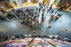 Enregistrement en cours au Centre international des congrès de Haïfa – 1 300 délégués venus de plus de 160 pays sont arrivés à Haïfa pour participer à la 12e Convention internationale bahá'íe.