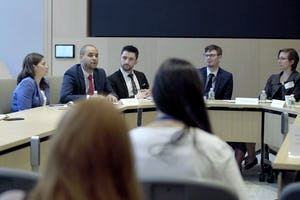 Des panélistes explorent le rôle des jeunes dans la réalisation des Objectifs de développement durable des Nations unies, lors d'une série de réunions organisées au cours du Forum politique de haut niveau des Nations unies qui a eu lieu ce mois-ci.