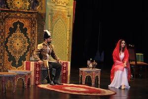 Cette scène dépeint la rencontre entre Nasiri'd-Din Shah, le roi de Perse, et Tahirih, lorsqu'il lui offre de l'épouser si elle renonce à sa foi. Tahirih refusa l'offre par quelques vers : « Royaume, richesse et pouvoir pour toi / Misère, exil et perte pour moi / Que le premier soit bon, c'est le tien / Que le second soit dur, c'est le mien. »