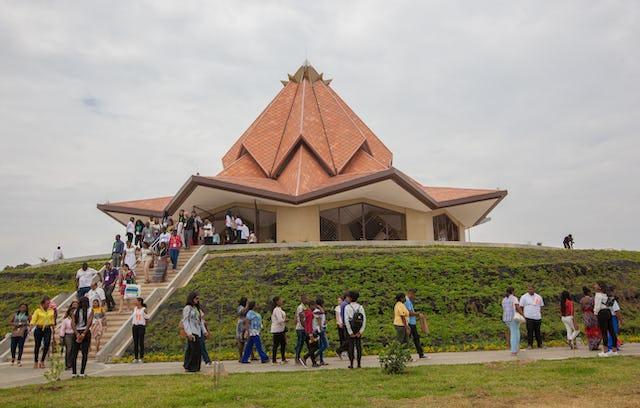 Plus de 300 personnes, principalement des villes voisines, ont visité dimanche la maison d'adoration du Norte del Cauca, en Colombie.