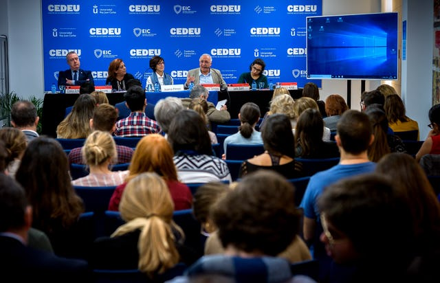 More than 70 people attended a daylong seminar about radicalization, organized by the Baha'i community of Spain in collaboration with several other organizations. The seminar was held on 26 October at the Center of University Studies associated with the King Juan Carlos University in Madrid.