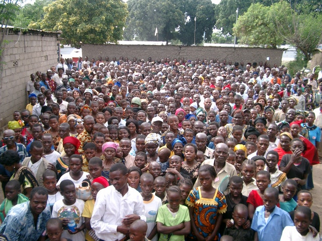 The Baha'i conference in Uvira attracted nearly 800 people, some from the war zone to the north and even a few from Rwanda and Burundi.