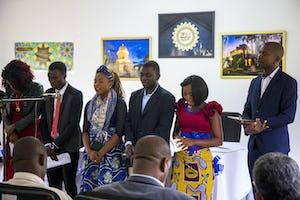 La ceremonia de inauguración de las nuevas instalaciones en Mwinilunga, Zambia, el 22 de febrero comenzó con oraciones.