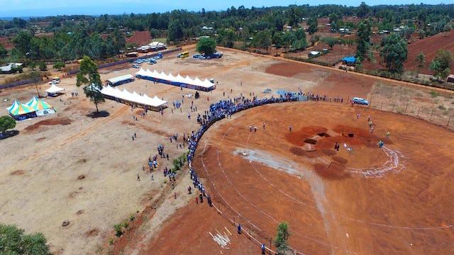 Photo aérienne montrant le site de la maison d'adoration bahá'íe locale à Matunda Soy, au Kenya, lors de la cérémonie de la pose de la première pierre, samedi.