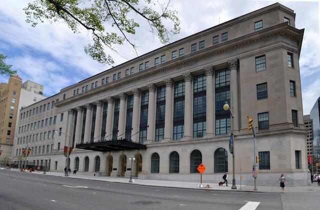 El Parlamento Canadiense Explora Internet Los Medios