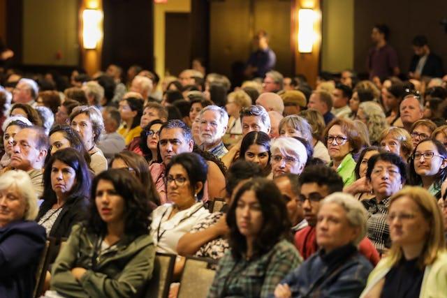 La conférence annuelle de l'Association pour les études bahá'íes a réuni 1 400 personnes pour un débat animé sur la contribution au progrès social. (Photo : Monib Sabet)