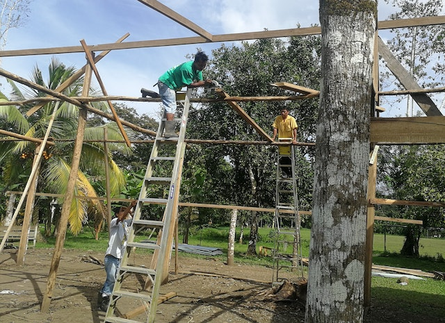 The mountain community of Telire, Costa Rica, is building a structure in which to hold their bicentenary celebrations.