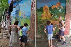 (Arriba) Para embellecer su barrio, con la ayuda de un artista local, los jóvenes de Chisinau, Moldavia, pintaron un mural que contiene este pasaje de los Escritos bahá'ís: «Tan potente es la luz de la unidad que puede iluminar toda la tierra». (Abajo) Unos jóvenes en una reunión de la comunidad también representaron escenas de la vida del Báb.